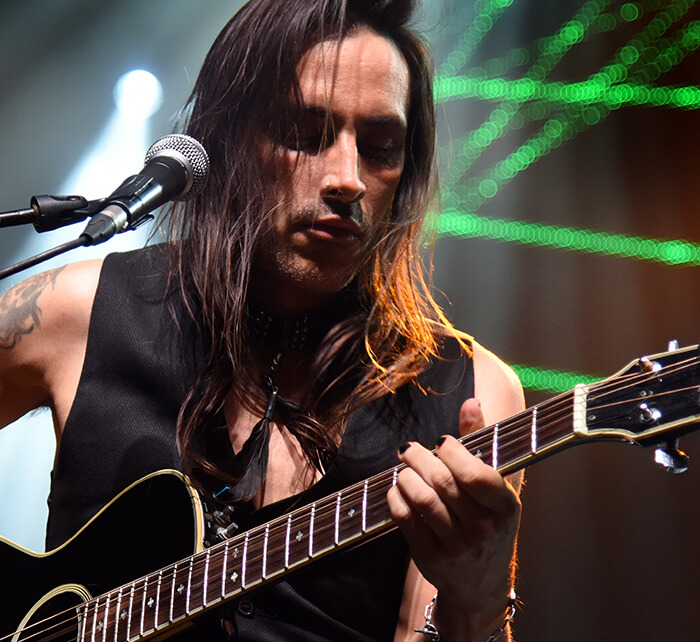 Portrait of Nuno Bettencourt / Kings of Chaos